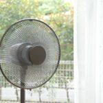 扇風機を効率良く使う方法|エアコン併用や配置の工夫で涼しさアップ