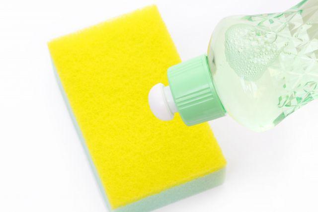 中性洗剤で汚れを落とす