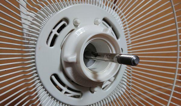扇風機の分解方法 後ろカバー