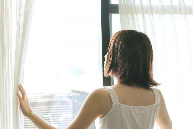扇風機を窓の外に向ける方法