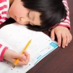 こたつは勉強に集中できるのか?姿勢や暖かさが学習効率に及ぼす影響